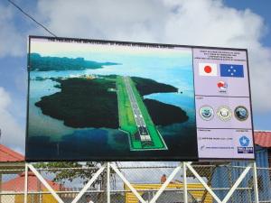 空港整備拡張工事案内板